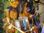"""En el local de """"El taco"""" se armó la mesa de su dueño, Don Manuel García, al que se le ofrecieron suculentas t'anta wawas"""