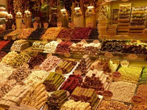 Many different spices at a Turkish bazaar.