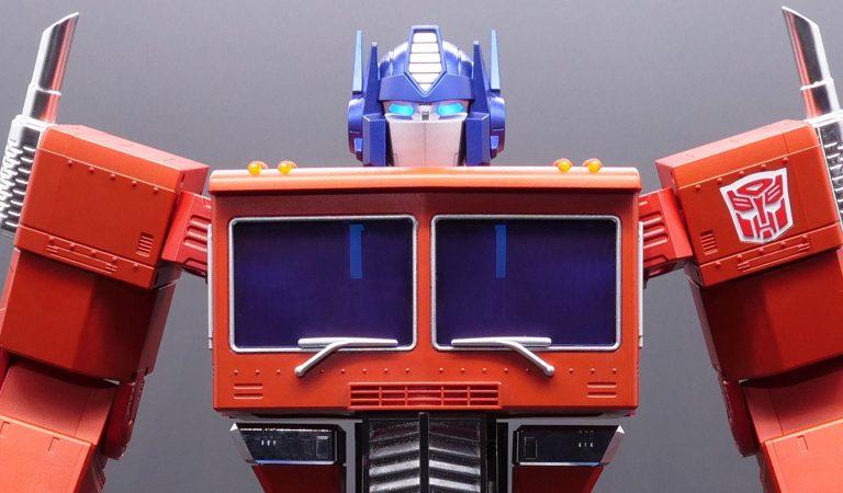 Hasbro presenta un Optimus Prime que se transforma automáticamente