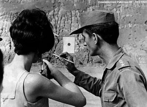 Carlos Lamarca dando aulas de tiro. (foto: Oswaldo Luiz Paterno)