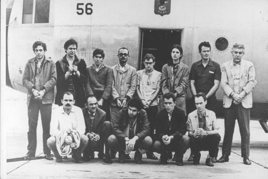 Presos liberados após sequestro do embaixador americano.