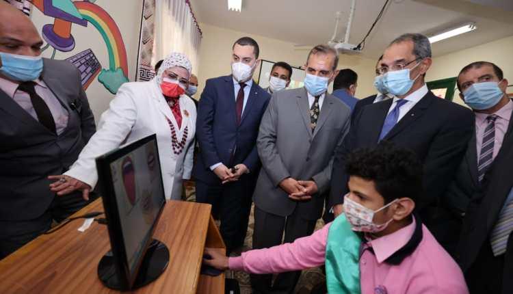 عمرو طلعت وزير الاتصالات وتكنولوجيا المعلومات