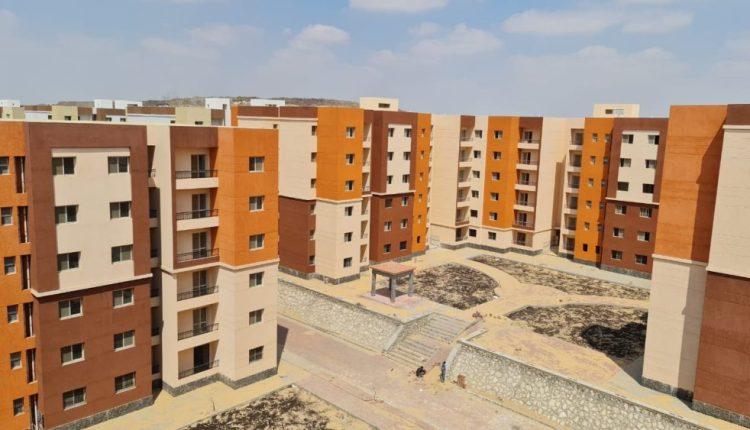 """وزير الإسكان : 75 ٪ نسبة إنجاز 134 عمارة بمشروع """"عمارات مدينة السلام"""""""