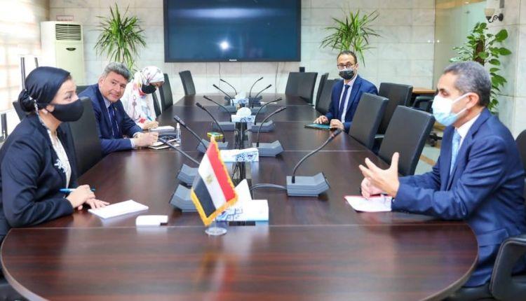 ياسمين فؤاد وزيرة البيئة و طارق رحمي محافظ الغربية