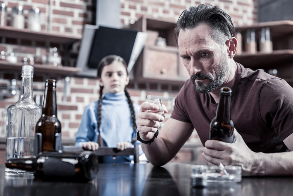 Série relatos - clínica de reabilitação para alcoólatras essa é uma série de depoimentos de familiares de dependentes químicos e alcoólatras