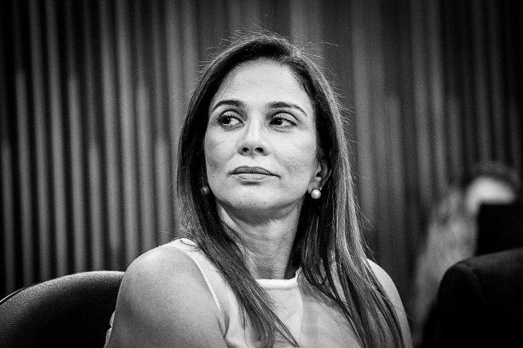Lucy Silveira é apontanda como principal beneficiária de noameações de tercerizados na gestão do marido Fimrino Fiho, aponta Robert Rios.