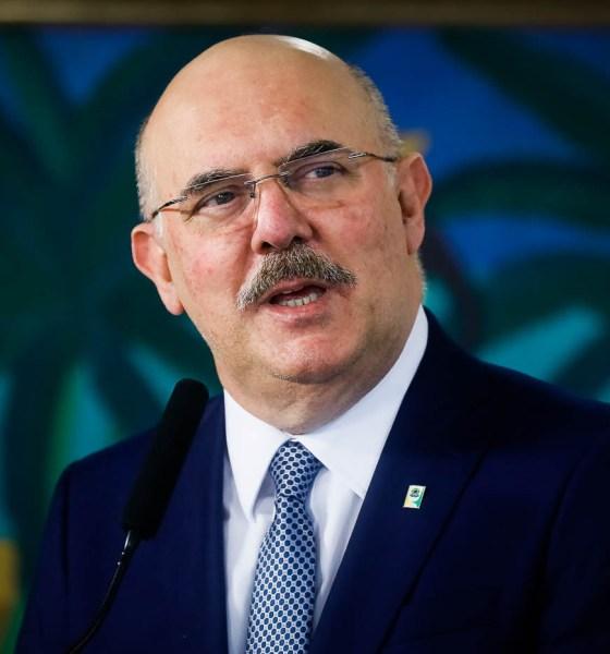 Ministro da Educação fala sobre retorno às aulas presenciais