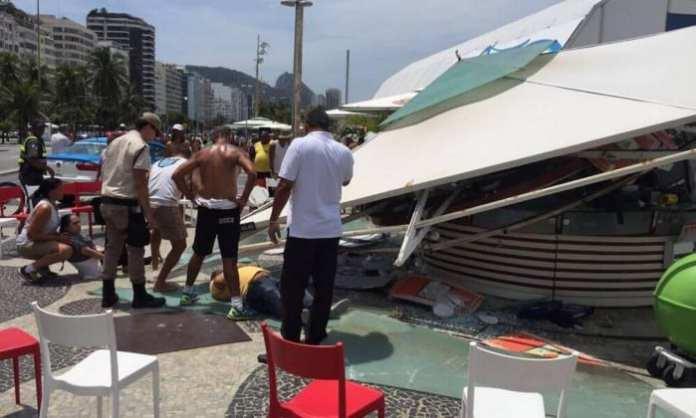 Desabamento de quiosque fere seis pessoas em Copacabana