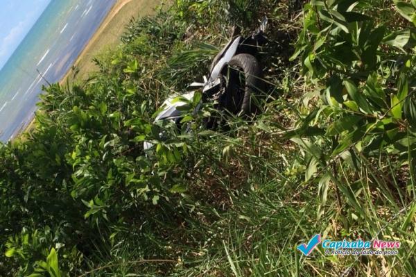 Cabo do Exército morre após bater com moto em poste na ES 010