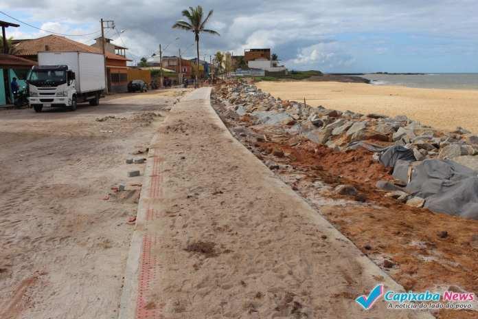 Prefeitura constrói calçada sem rampa de acesso a cadeirante em Marataízes