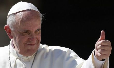 "Papa Franjo se srami izraza ""majka svih bombi"""