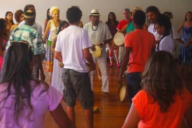 Mestre Marquinhos participa da vivência Pedagogia Griô.