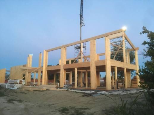 Si inizia la struttura del tetto