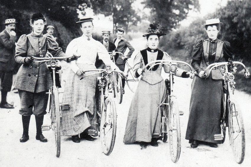 ladies_bicycle_COSTUME_OLDBIKE.EU_