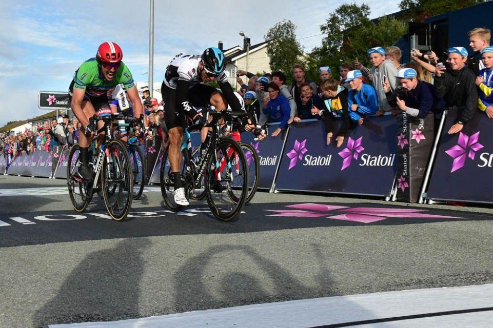 ARN2016 - 12/08/2016 - Etape 2 - Mo I Rana / Sandnessjøen (198.5km) - Norvege - le sprint final, victoire de VAN POPPEL Danny, TEAM SKY devant DEGENKOLB John, TEAM GIANT-ALPECIN
