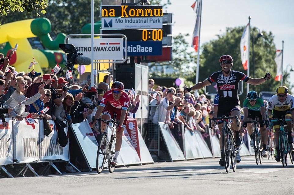 Arctic Race of Norway 2016 – 14/08/2016 – Quatrième étape : Cercle Polaire/Bodo (193km) – Norvège – Arrivée du vainqueur de l'étape John DEGENKOLB de l'equipe TEAM GIANT-ALPECIN devant Alexander KRISTOFF de l'equipe TEAM KATUSHA
