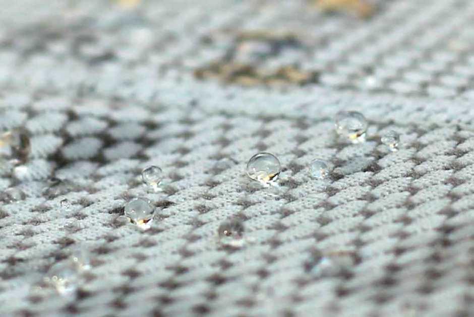water-beads-on-polartec-delta