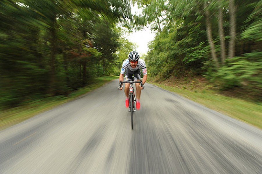 road_cyclist_blurred