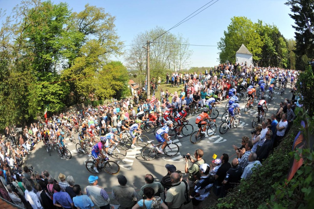 THE PELOTON CLIMBS THE MUR DE HUY IN THE 2011 FLECHE WALLONNE