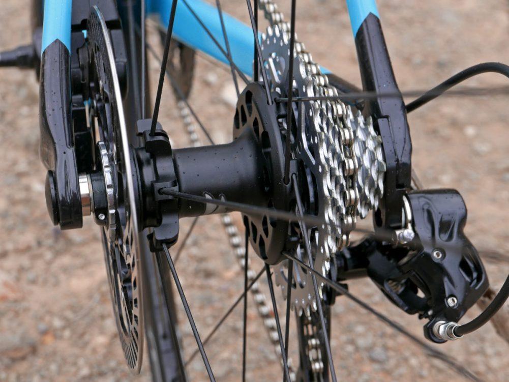 Campagnolo-Potenza-11-HO-hydraulic-optimized_mid-level-11-speed-aluminum-road-disc-brake-groupset_Zonda-DB-wheels-rear-hub-detail