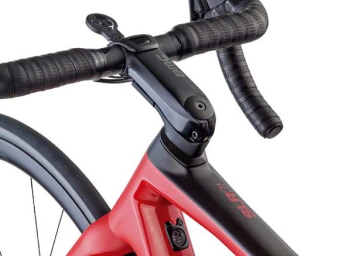 BMC-Teammachine-SLR01-Disc_lightweight-carbon-disc-brake-race-road-bike_ICS-cockpit-600x450