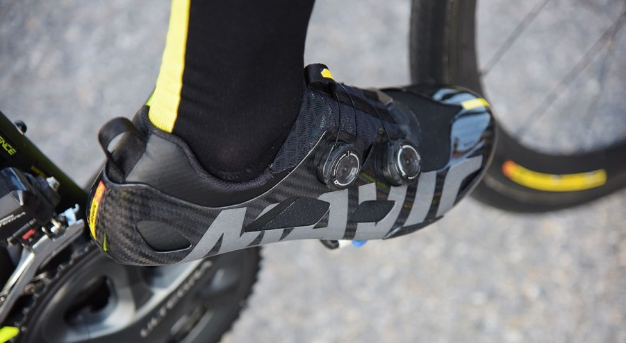 mavic-revolutionary-comete-ultimate-shoe-with-very-low-profile-provides-more-ankle-freedom