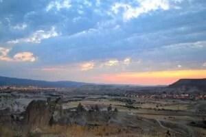 Городa Каппадокии: Аванос и деревня Чавушин- восход