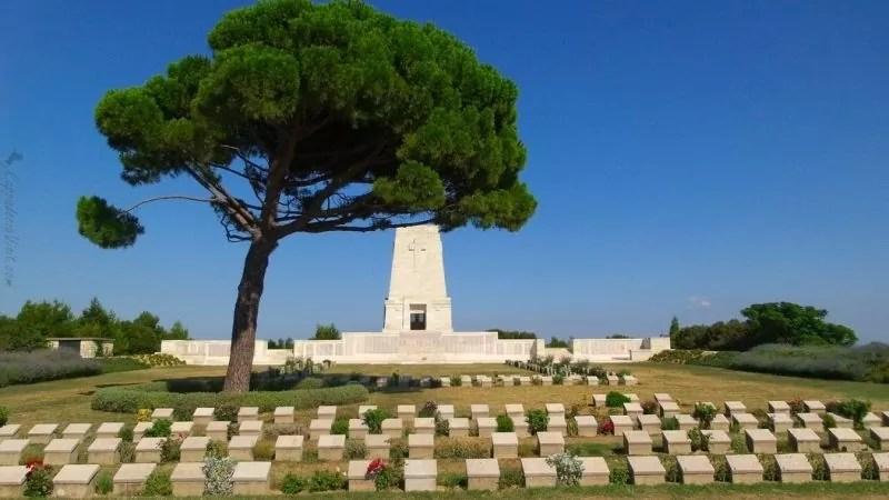 Мемориал Lone Pine - Одно из кладбищ АНЗАК