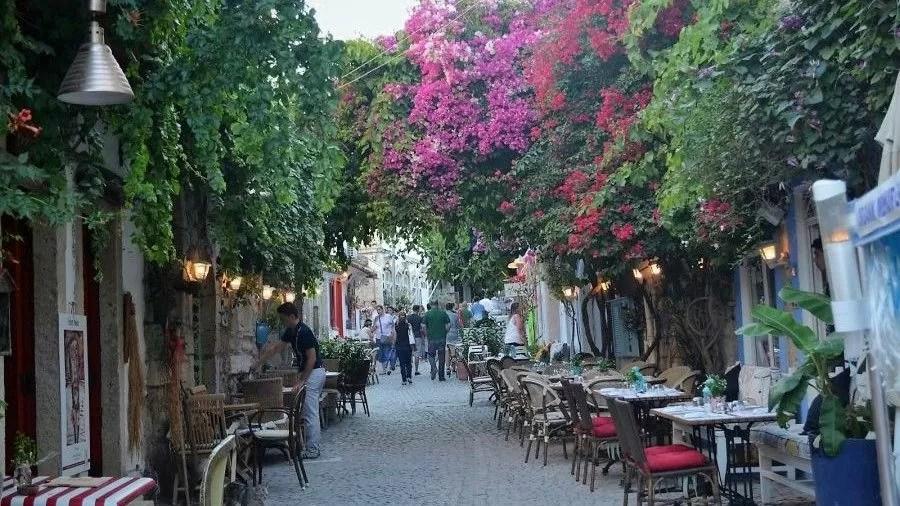 Уютная улочка в Алачати