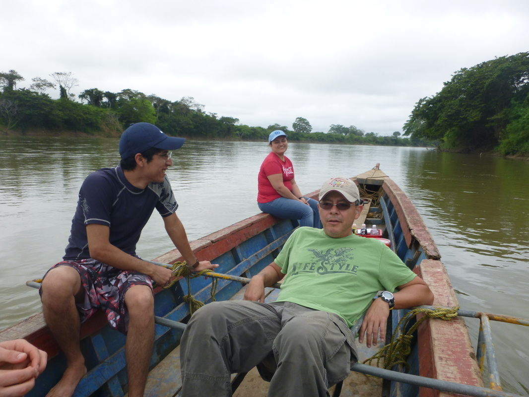 Dr. Manuel Mendoza Carranza and his team on a fishing trip on the Usumacinta