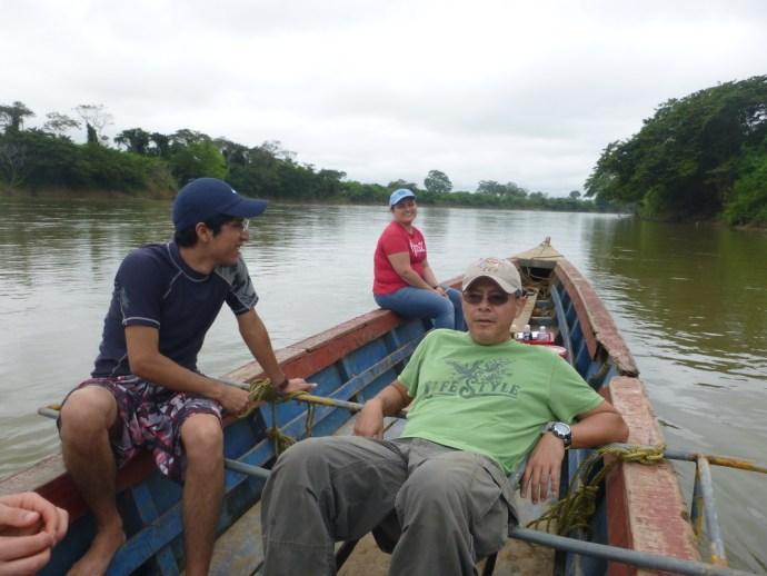 Dr. Manuel Mendoza Carranza and his team on a fishing trip on the Usumacinta
