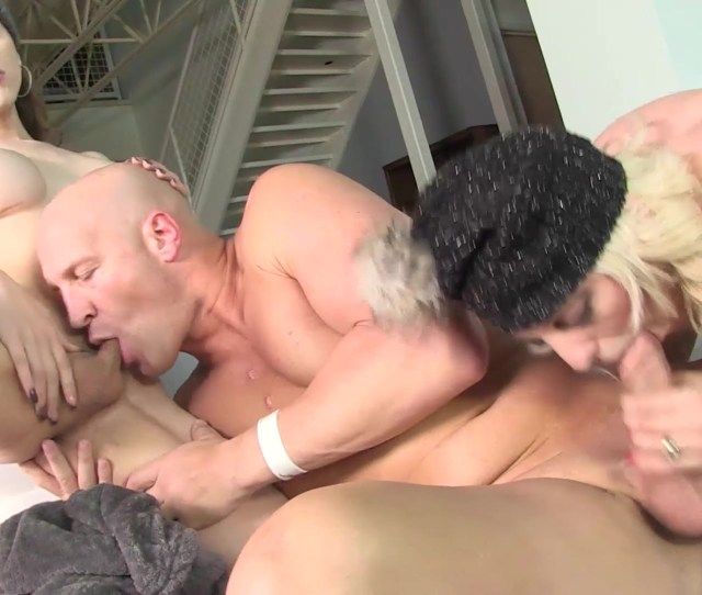 Shemale Threesomes 2