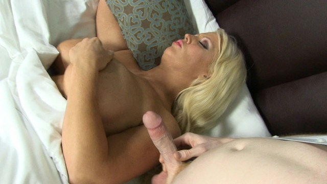 Platinum Haired Babe Alura Jenson Gets Nailed by a Hung Stud