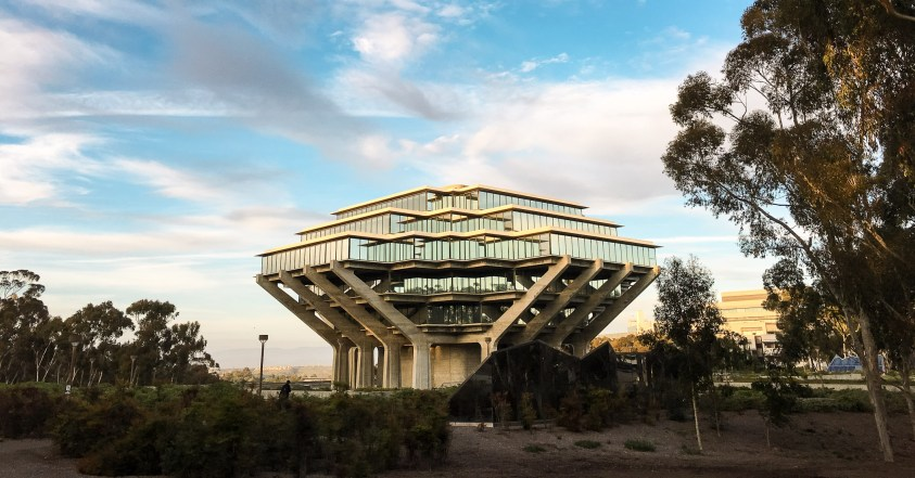 Geisel Library at UC San Diego in 2016. By Fastily on Wikimedia Commons. CC BY-SA 4.0 Intl.