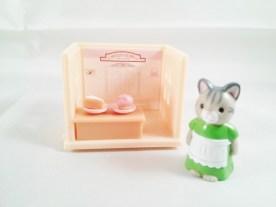 epoch-capsule-sylvanian_families-shop-sweet_store-2