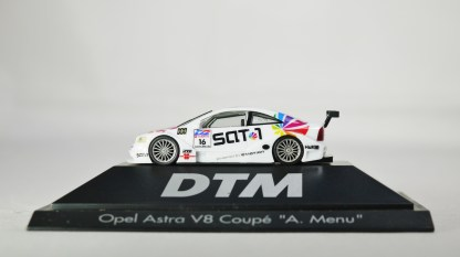 Herpa GmbH - 1-87 Motorsport Collection DTM Opel Astra V8 Coupe A. Menu No 16 01
