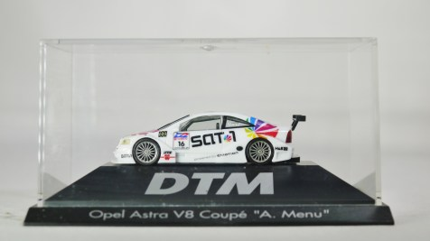 Herpa GmbH - 1-87 Motorsport Collection DTM Opel Astra V8 Coupe A. Menu No 16 10