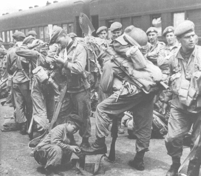 Korea - Royal 22nd Reginment (The Van Doos) May 1952 at Pusan boarding a train.