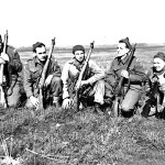 1944-04-21 2 Queen's Own Rifles sniper students England (L&AC MIKAN 3596795)
