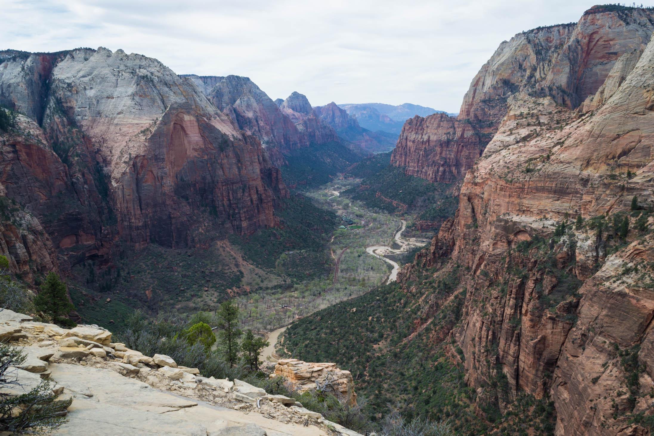 La vue à la fin du trail Angel's Landing