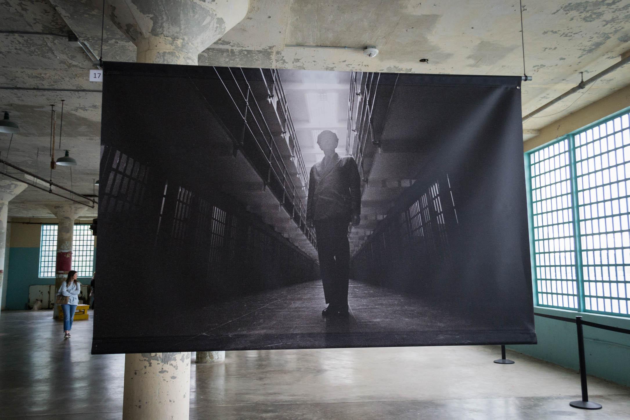 Le bâtiment des travaux réalisés par les détenus contient maintenant de grandes toiles magnifiques.
