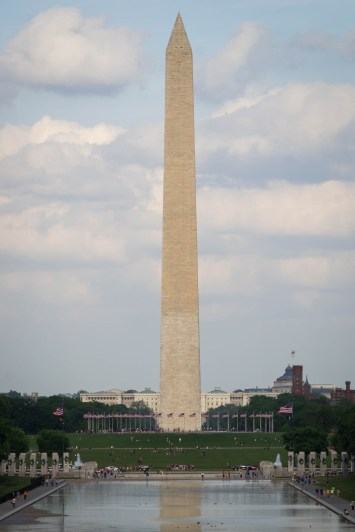 Le Washington Monument dans l'axe principal du Mall depuis le Lincoln Memorial