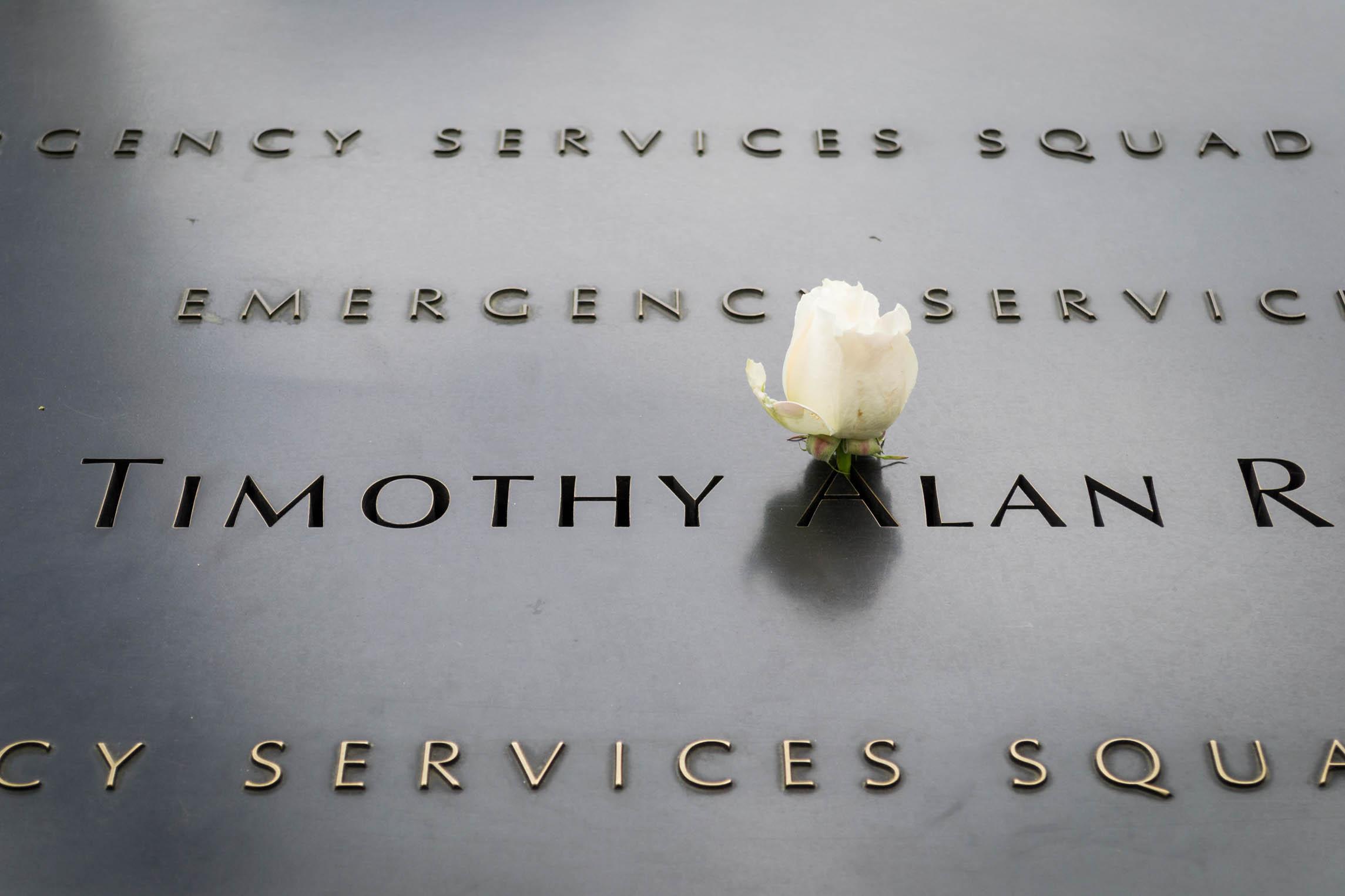 Le nom des victimes est gravé et honoré