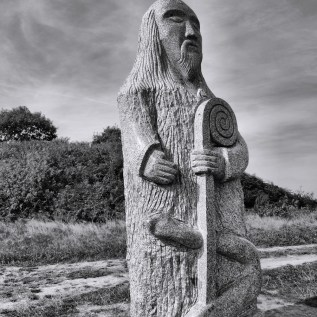 SAINT PATERN Sculpteur : Olivier Lévêque chantier : 2009 hauteur : 3,50 poids : 7 tonnes