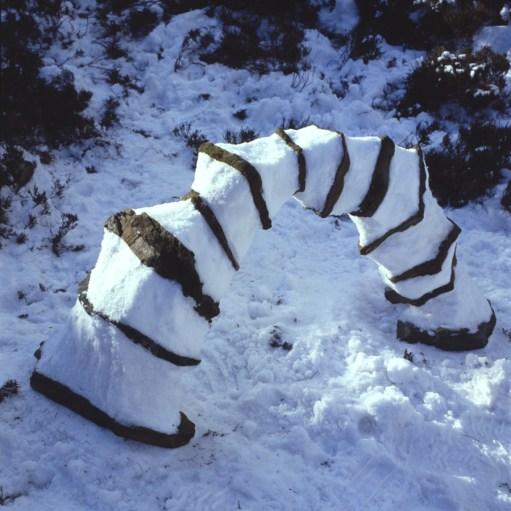 andy_goldsworthy_snowstone_arch