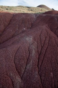 painted_hills_fissures