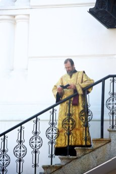 A priest pausing before entrering the Kyevo-Pecherska Lavra
