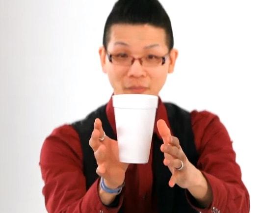 Cómo hacer flotar una taza de café