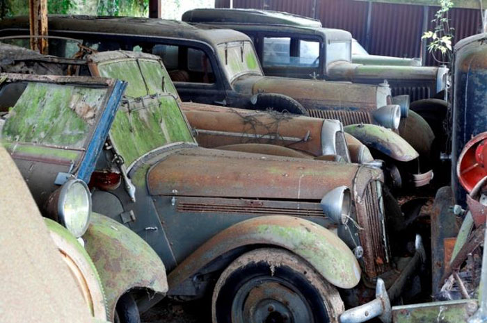 60 Rare Cars Worth Millions Found in French Countryside, Untouched for 50 Years (7)
