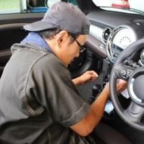車のエアコンが臭い理由や原因は?芳香剤の異臭などの対策と掃除方法は?